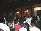Толпа у входа в метро каждый вечер